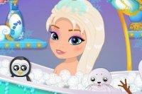 Baby Elsa im Bad