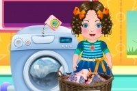 Daria wäscht Kleidung